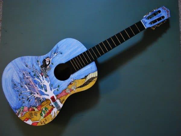 Оригинальное оформление музыкальных инструментов