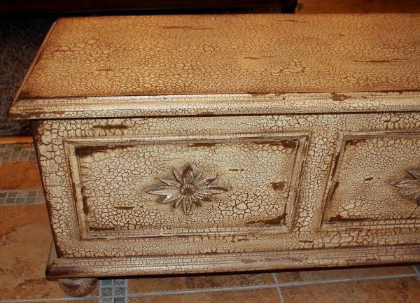 Обработка мебели в технике кракелюр