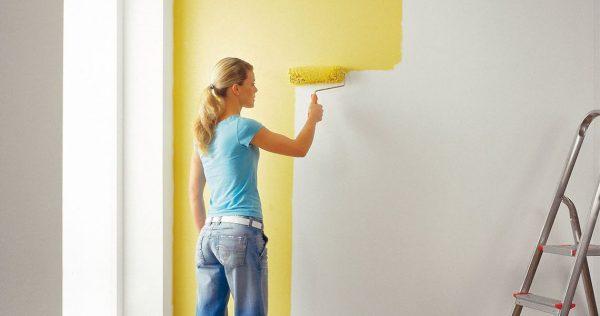 Не рекомендуется красить стены при ярком солнечном свете