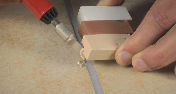 Реставрация кафеля керамической шпатлевкой
