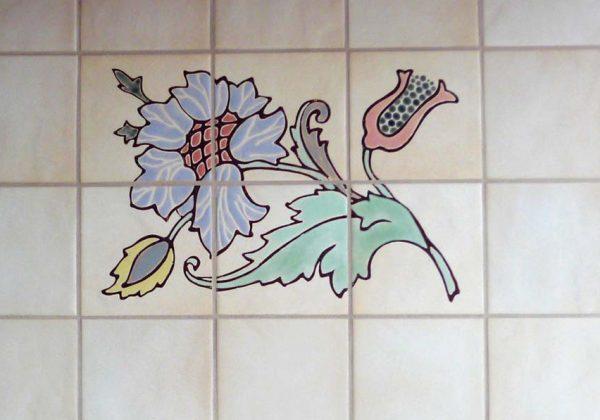 Рисунок на поврежденной плитке