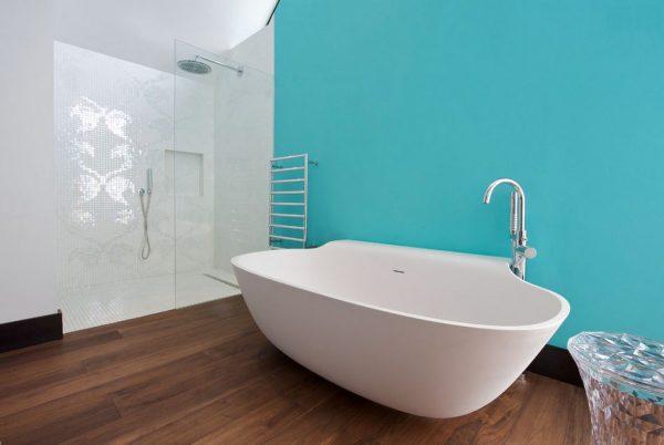 Светло-голубая ванная комната