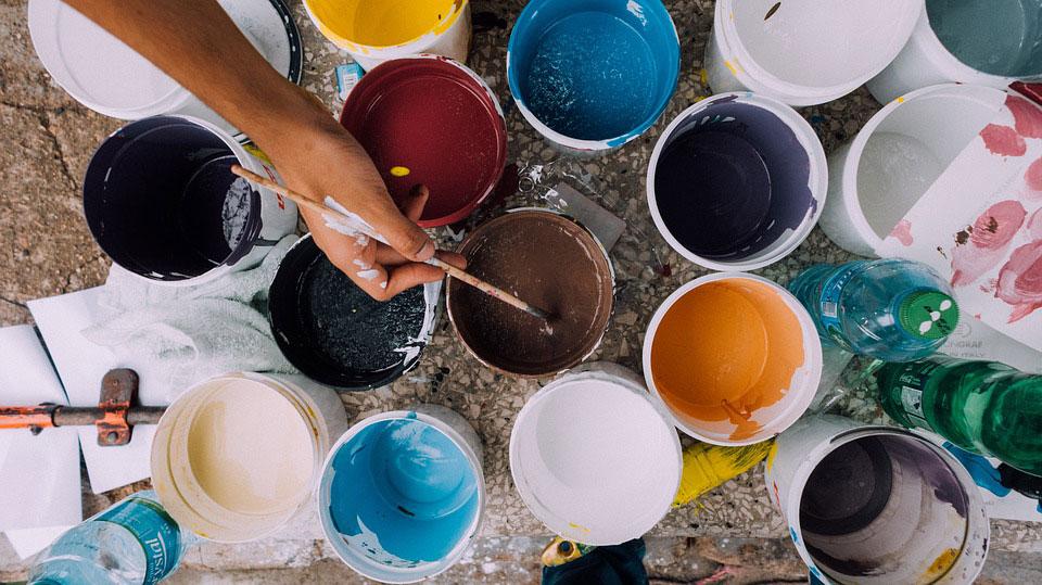 akril-0 Краски для рисования (41 фото): какие бывают виды, выбираем на воде и масле, а также наборы, краски для рисования мелом на ткани, стенах и стекле