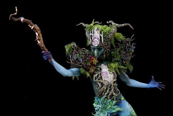 Модель на фестивале боди-арта