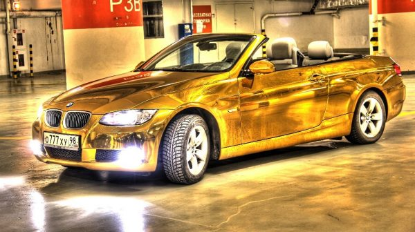 Золотой BMW