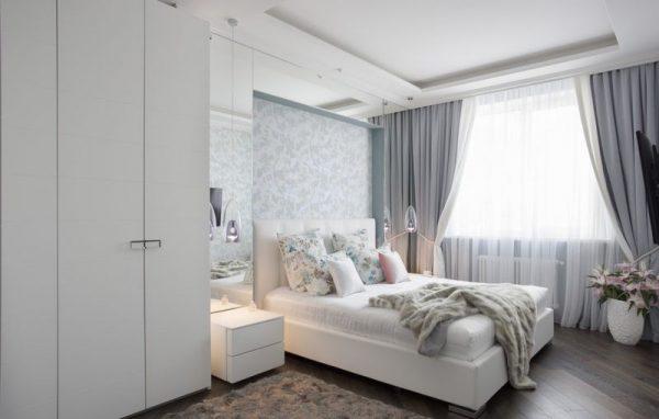Интерьер спальни в серебристых светлых тонах