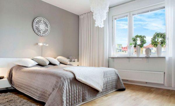 Спальня выполненная в серых светлых тонах