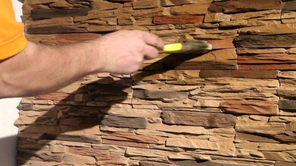 Лакировка декоративного камня