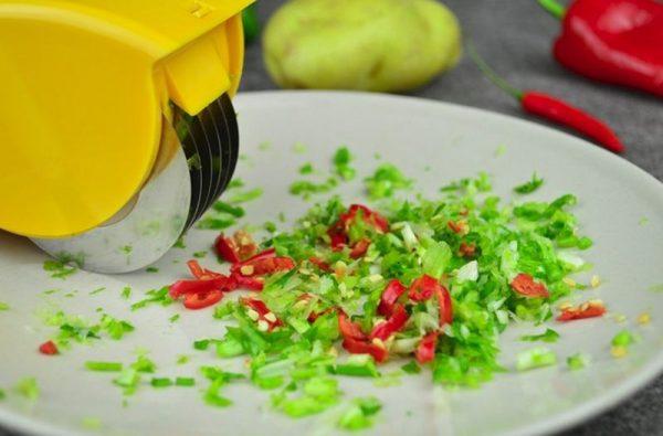 Роликовый нож для резки овощей