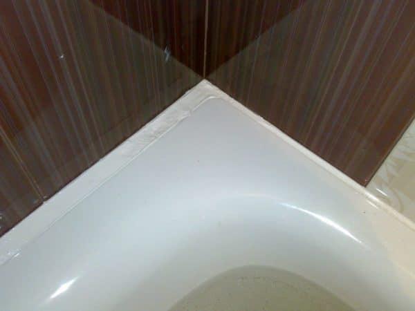Перед герметизацией швов рекомендуется наполнить ванну водой