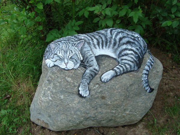 Раскрашенные камни для декора сада
