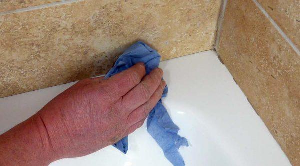 Удаление следов герметика с плитки