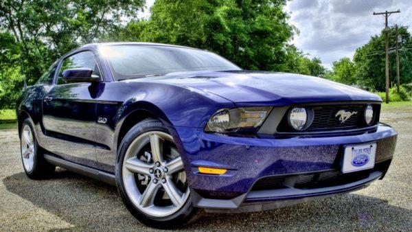Фиолетовый Ford Mustang HDR