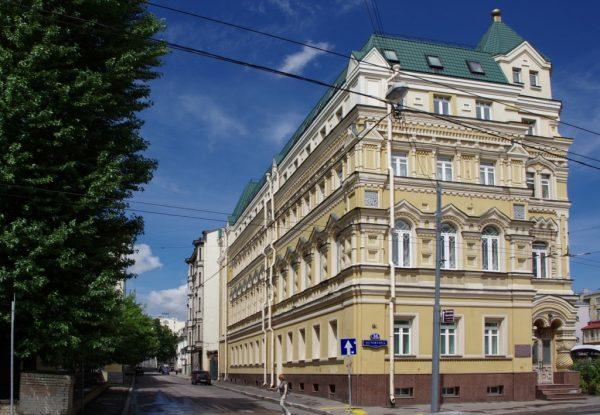 Дом на Остоженке, в котором находится квартира Андрея Малахова