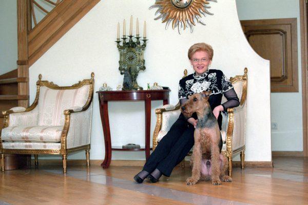 Елена Малышева в своем доме