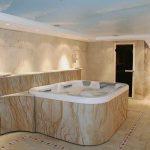 Гибкий камень в интерьере ванной