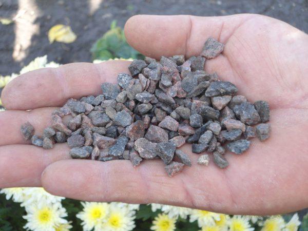 Гранитная крошка для изготовления мытого бетона