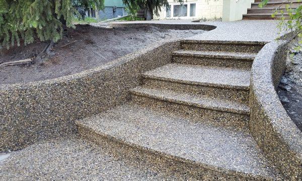 Лестница из бетона с обнаженным наполнителем
