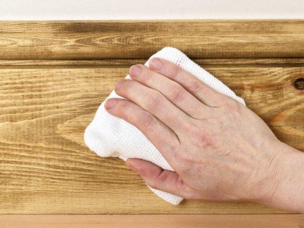 Мастика подчеркивает текстуру древесины