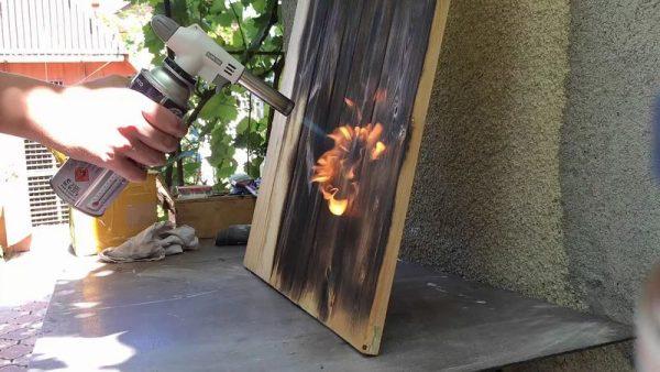 Обжигание дерева газовой горелкой
