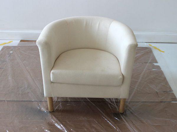 Протереть кресло от пыли