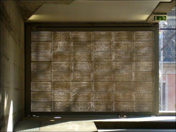 Стена сделанная из светопроводящих блоков