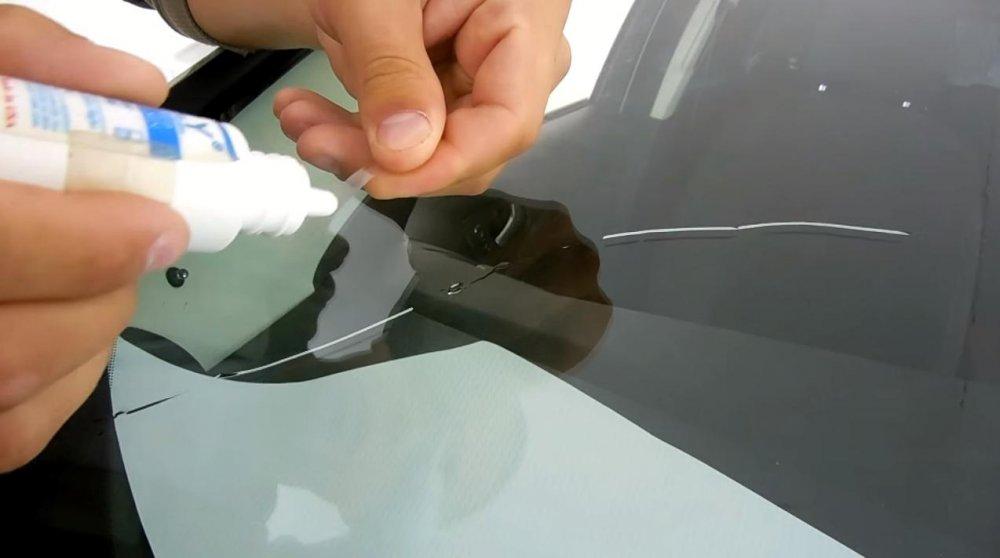 Трещина на лобовом стекле: типы и способы заделывания