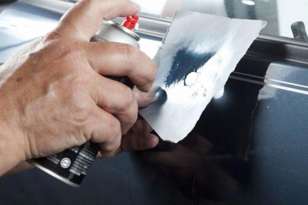 Закраска повреждения лакокрасочного покрытия из баллончика