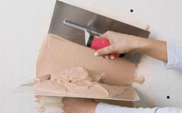 Оштукатуривание стен известковым раствором