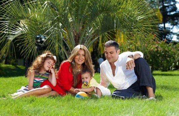 Гарик Мартиросян с женой и детьми