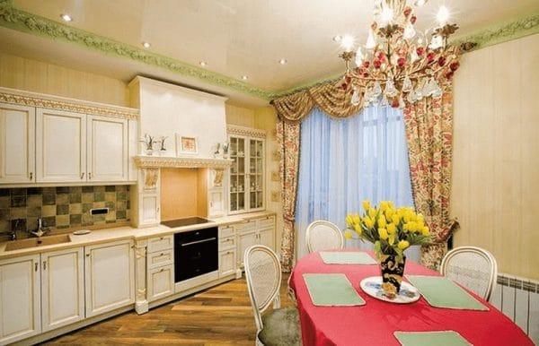 Интерьер кухни в пятикомнатной квартире Мартиросяна