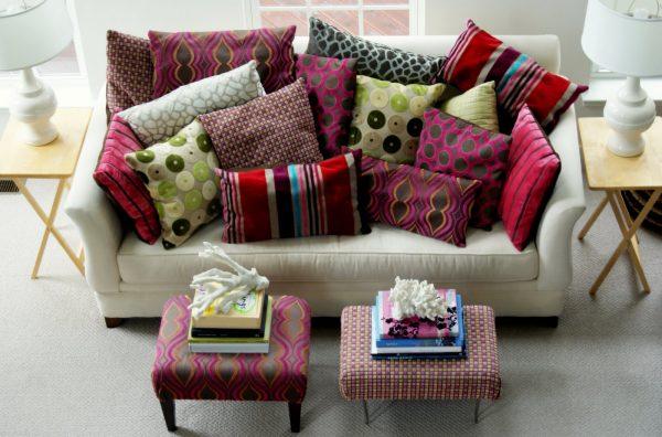 Использование декоративных подушек для оформления интерьера