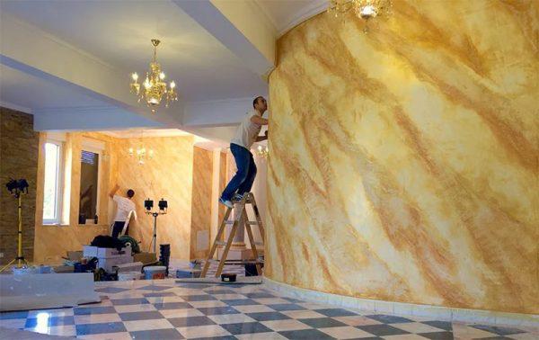 Обновление стены, покрытой венецианской штукатуркой