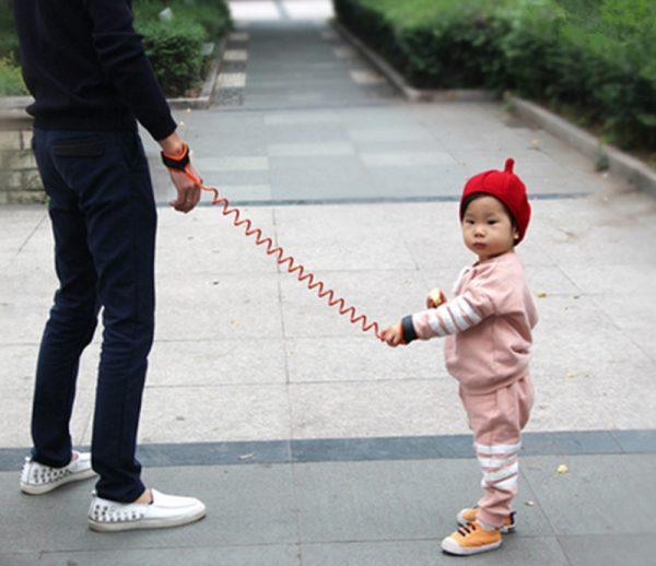 Поводок на запястье ребенка для безопасности