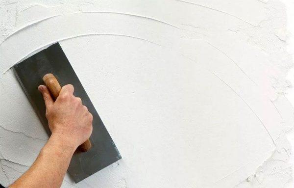 Шпаклевание поверхности шпателем