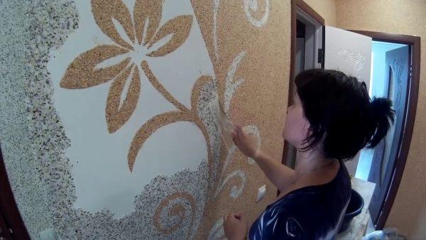 Создание рисунков на стенах с помощью жидких обоев