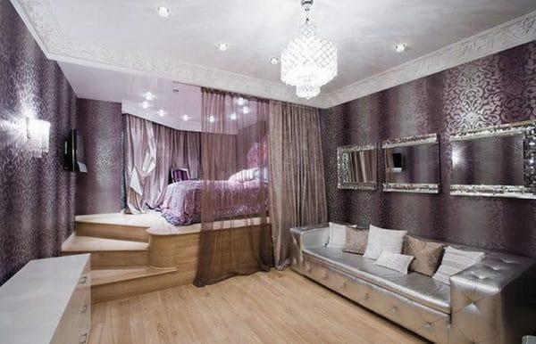 Спальная комната разделена на две зоны