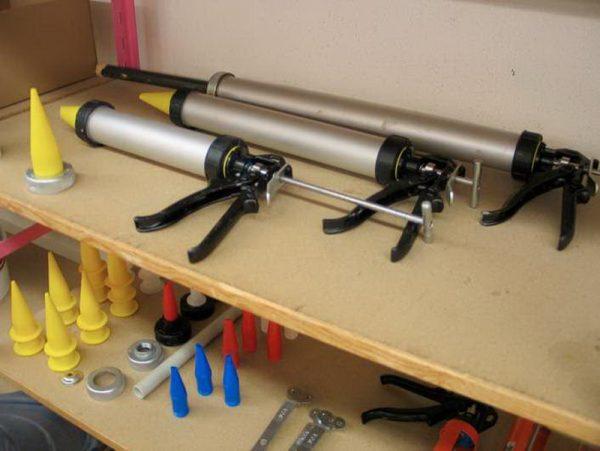 Строительные пистолеты для нанесения герметика и насадки к ним