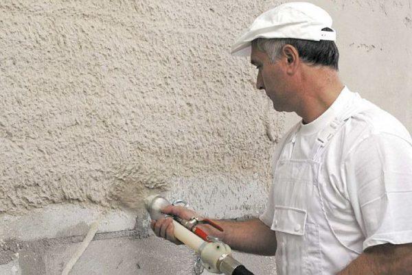 Обрызг основания перед штукатуркой стен