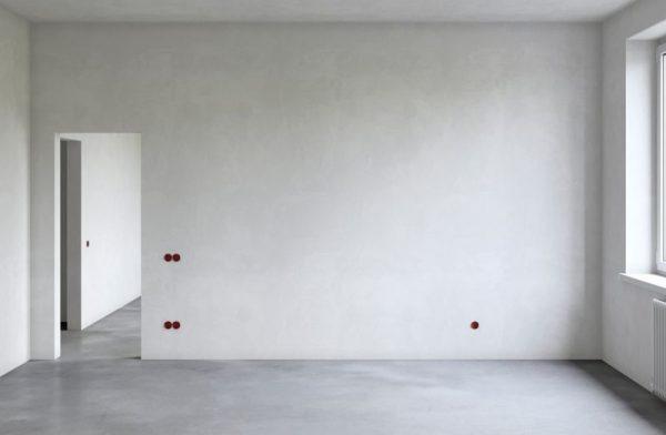 Заштукатуренные стены дома