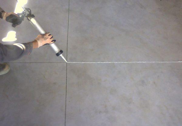 Заделка стыков в бетонном полу