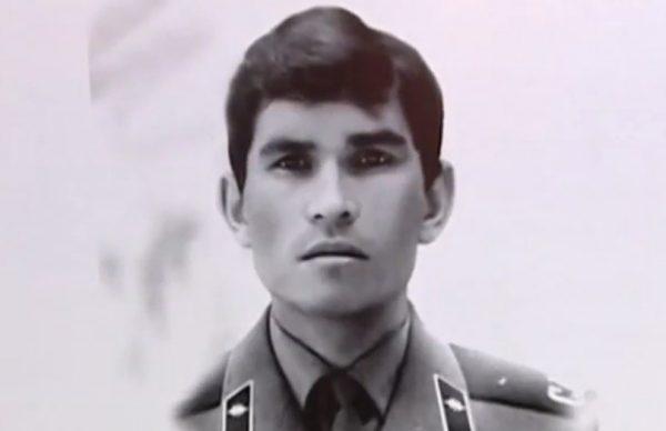 Бари Алибасов во время службы в армии