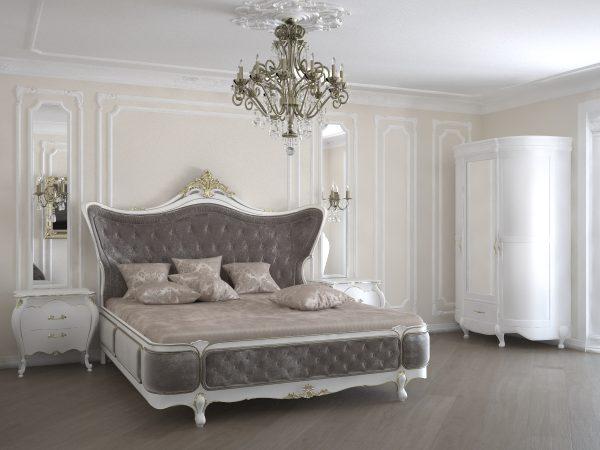 Большая двуспальная кровать в спальной комнате