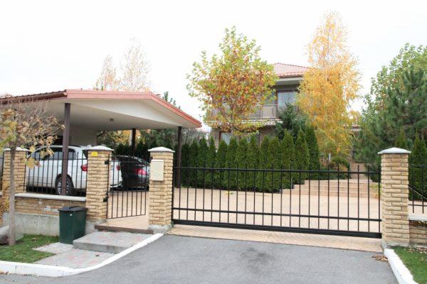 Дом Зеленского в поселке Иванковичи