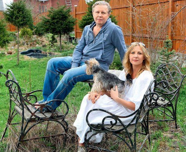 Елена Яковлева со своим мужем на даче