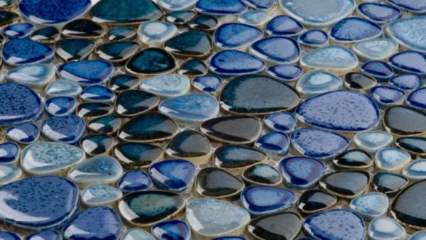 Декор столешницы морскими камнями