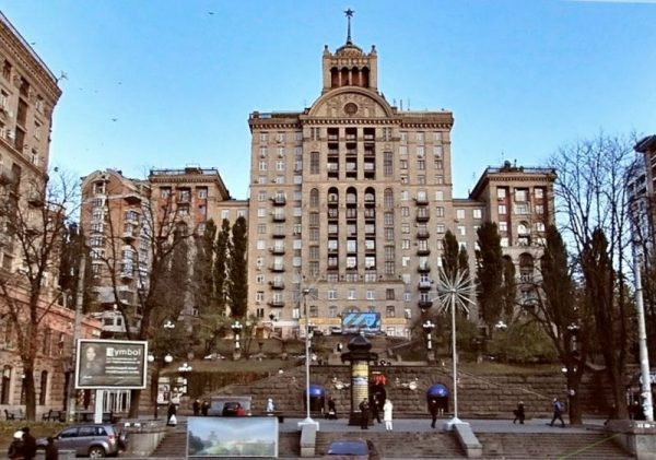 Здание, в котором живет народный артист Андрей Данилко