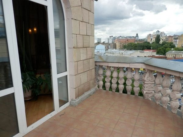 Просторный балкон с видом на Крещатик