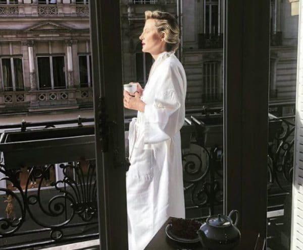 Рената Литвинова на балконе своей квартиры во Франции