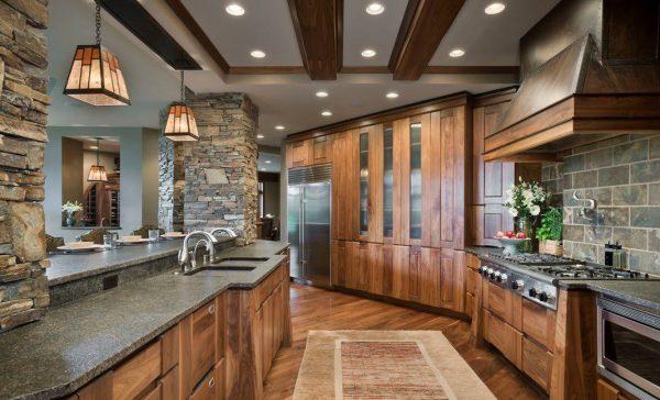 Использование дерева и натурального камня при оформлении кухни в современном стиле